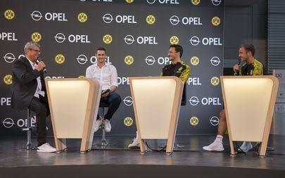 Borussia Dortmund'un Yıldızları Opel'i Ziyaret Etti